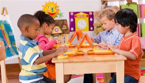 imagenes de niños jugando y aprendiendo los americanos hijos del colonialismo y la trata de