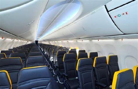 aerei ryanair interni il nuovo restyling ryanair presentato su