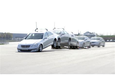 Motorrad Quietscht Beim Gas Geben by Automatisiertes Mercedes Fahren Wenn Roboter Lenken Gas
