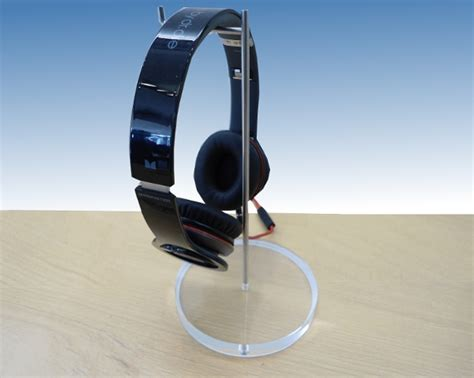 Apple Store Giveaway - giveaway apple store headphone stand replica imore