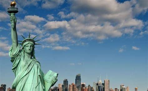 Patung Kristus Bahan Besi New patung liberty jadi bahan perdebatan soal imigrasi di gedung