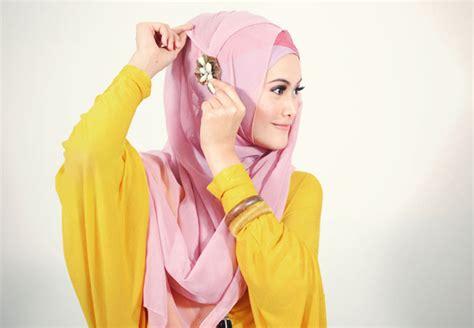 cara bungkus kado segi empat cara memakai jilbab segi empat kreasi mieftha geminiez