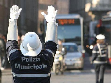ufficio multe roma blocca le multe di familiari e amici 171 ufficio nel caos