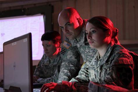 dati esercito esercito usa spia i cittadini e lascia i dati sul cloud di