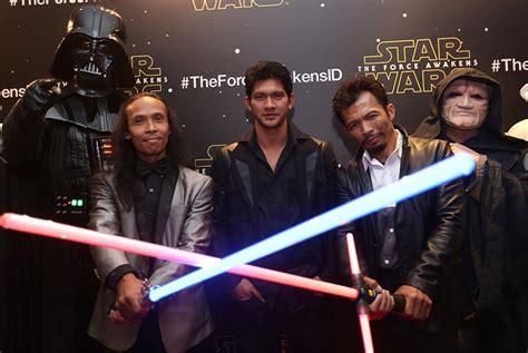 iko uwais dan film star wars iko uwais dkk angkat topi untuk kru star wars republika