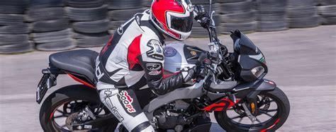 125ccm Motorrad Im Test by 125er Vergleich Aprilia Tuono 125 Test Testbericht