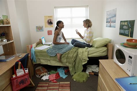 college room 4 things to discuss with your new roommate before move in day cus news for college