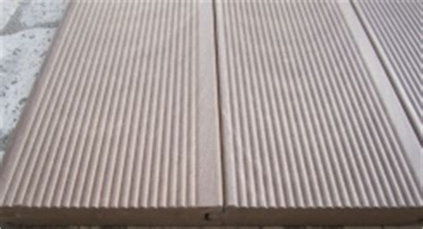 Pavimento Che Sembra Parquet by Pavimenti Per Esterni In Plastica Che Sembra Legno