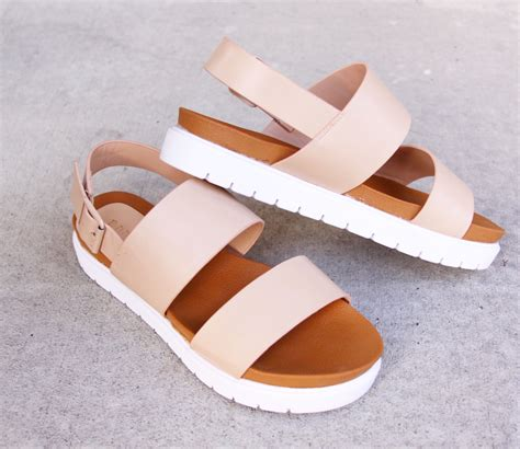 A C C E P T Melvern Platform White platform sandals only 20 i need www messclothings