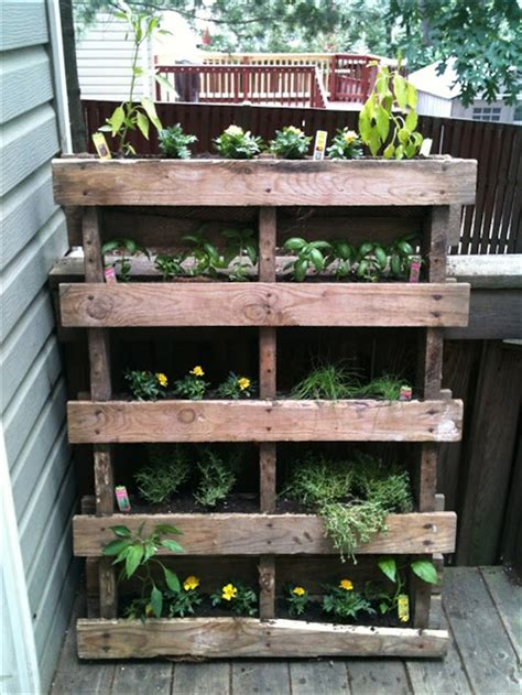 Vertical Garden Made From Pallets Diy Vertical Garden With Pallet Pallet Furniture Plans