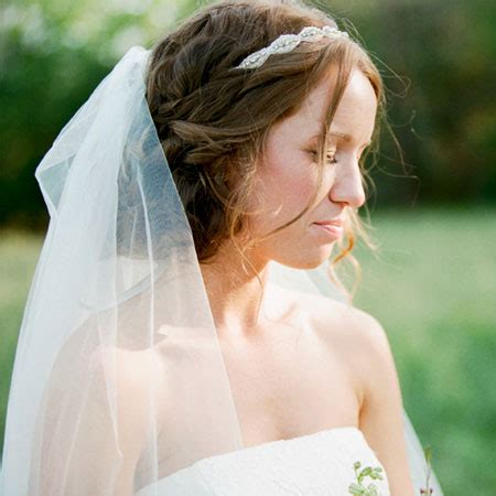 veil and head piece idea with bridal hair styling