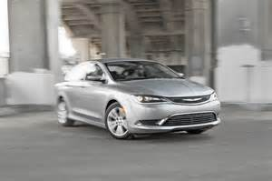 2015 Chrysler 200 Limited Review 2015 Chrysler 200 Limited Front Three Quarter Turn Photo 2