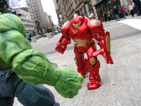 Mainan Figure Marvel Select Ironman Hulkbuster select toys and marvelshop announce exclusive