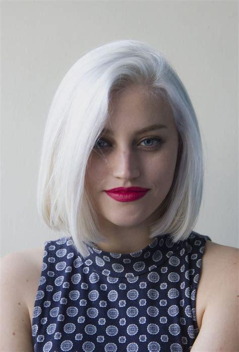 cheveux blancs carr 233 aux 233 paules 25 jolies fa 231 ons de