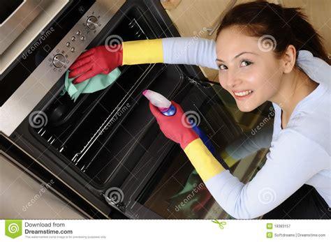 House Cleaning House Cleaning Trek Ragazza Che Pulisce La Casa Fotografia Stock Libera Da