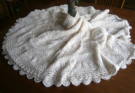 hand crocheted christmas tree skirt fully lined ivory tree