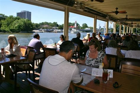 Port Credit Restaurants Patio by Outdoor Dining At It S Best Picture Of Snug Harbour