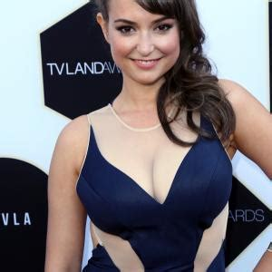 commercial actress salary milana vayntrub net worth 2018 bio wiki age spouse