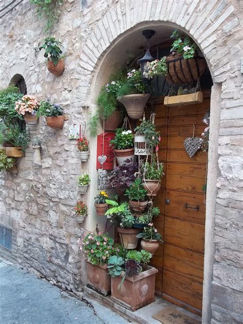 piccoli giardini fioriti giardini e angoli fioriti a spello pg i viaggi di tetto