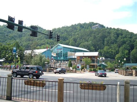 river house gatlinburg tn gatlinburg tn aquarium in downtown gatlinburg check out the house overlooking it