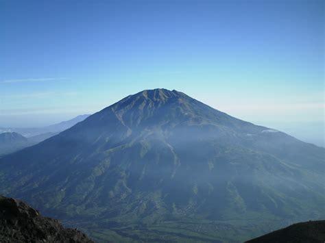zhilong gambar gunung merbabu  jawa tengah