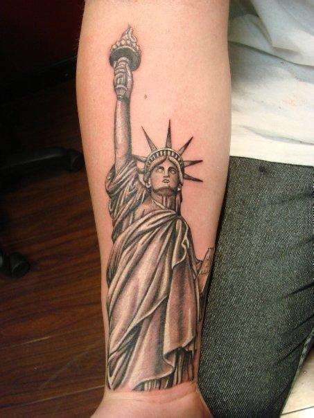 libertyville tattoo black and grey 3d statue of liberty hiding on