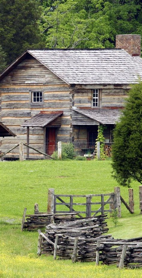 love big farm houses farm houses barns pinterest fraser s ridge quot big house quot old farmhouse farms houses