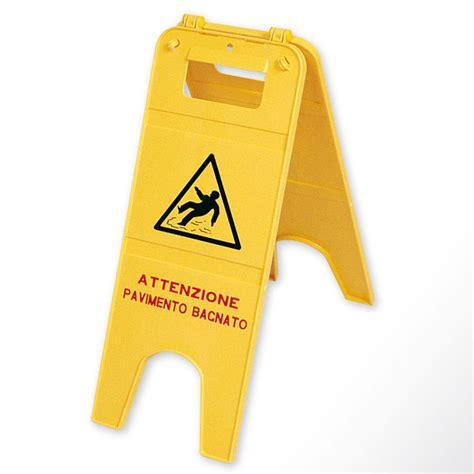 attenzione pavimento bagnato segnale pericolo pavimento bagnato attrezzature per la