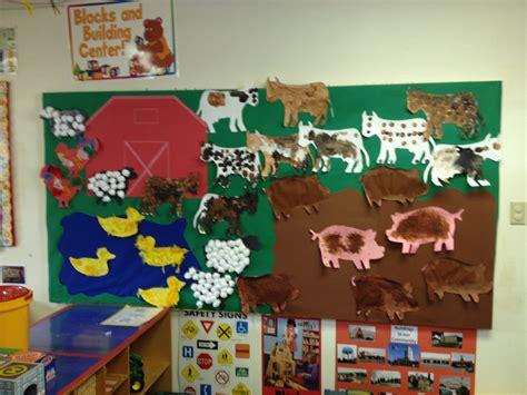 themes of the story animal farm pre school farm theme bulletin board minus the teacher