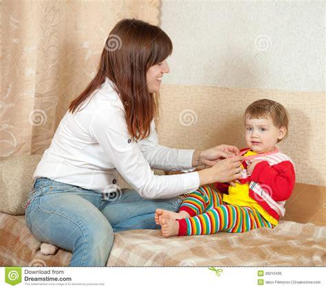 hijo se folla a mama dormida hijo cogiendose a su mama dormida madre seduce a su hijo