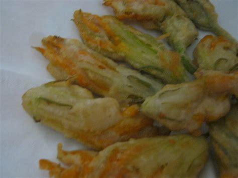 pastelle di fiori di zucca ricetta fiori di zucca fritti in pastella