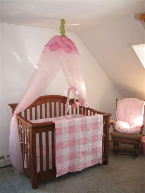 hängesessel im zimmer bett babyzimmer idee