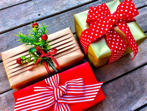 7 Tips For Wrapping Gifts by Gift Wrapping Tips Sa Garden And Home