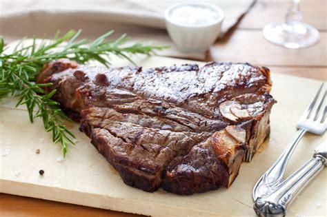come cucinare una bistecca di manzo ricetta bistecca alla fiorentina cucchiaio d argento