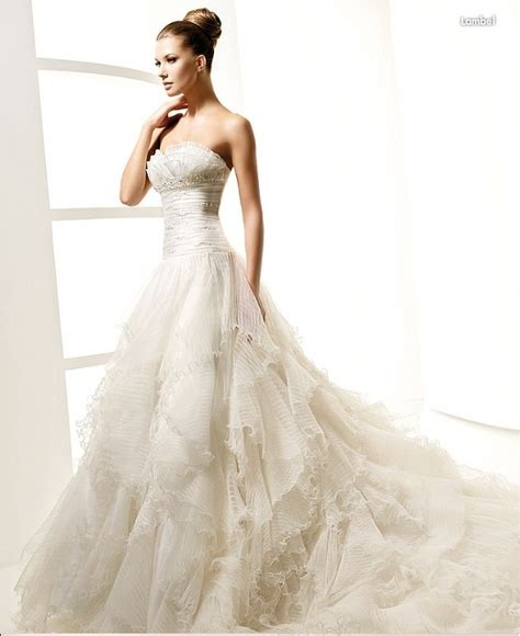 5 Wedding Gown Trends For 2010 by The Trends Of Wedding Dresses For 2010