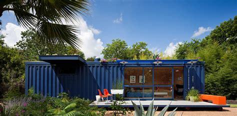Designer Garage Doors Perth dise 241 o de casa peque 241 a hecha de contenedor reciclado