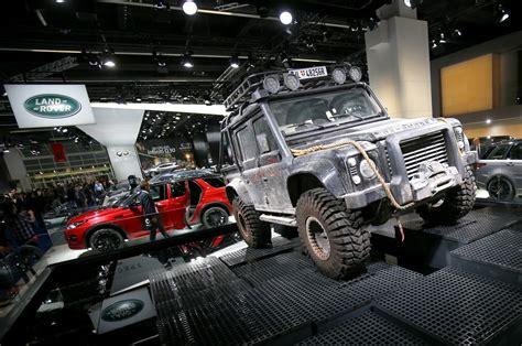 jaguar land rover defender jlr to stop manufacturing land rover defender at west midlands