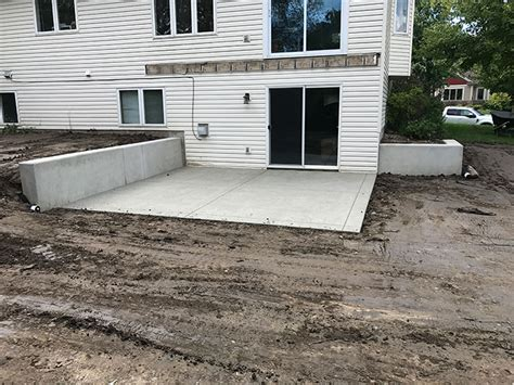 Poured Concrete Patio by Poured Concrete Retaining Wall And Concrete Patio In