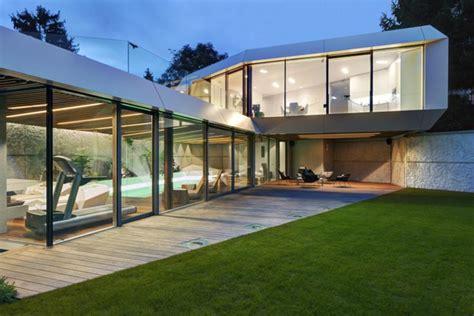 geländer draußen terrasse design beleuchtung