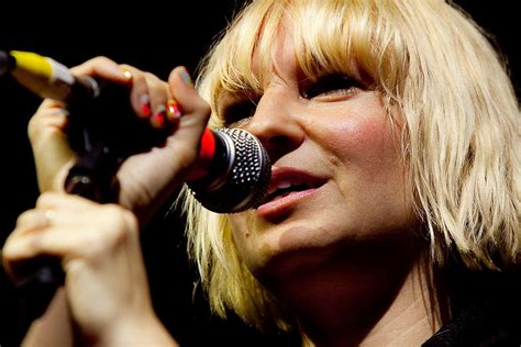 andpop watch sia perform rihanna s quot diamonds quot and own it
