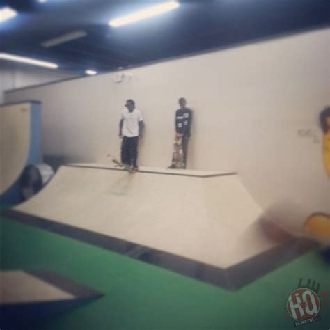 Soulja Boy Mtv Cribs by Soulja Boy Goes Skating Bowling At Lil Wayne S Miami House