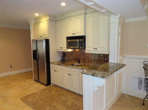 Basement Kitchen Cabinets by Traditional Basement Kitchen Bar Traditional Basement