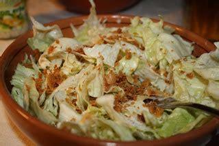 pane dietetico fatto in casa il mestolo di legno insalata con pane gratinato
