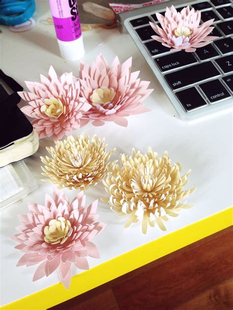 Make Paper Water Lilies And Chrysanthemums With Printable Template Printable Decor Paper Water Template