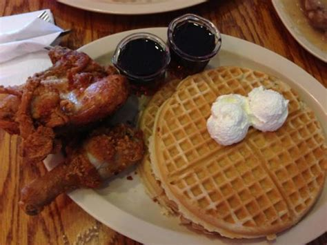 roscoe s house of chicken waffles fried chicken and waffles yum picture of roscoe s house of chicken and waffles