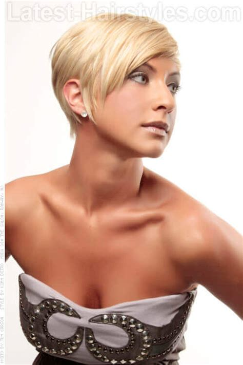 bobhaircut with side bangs wispy sides 20 fun spunky short blonde hairstyle ideas
