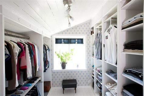 kleiderschrank unter 100 begehbarer kleiderschrank unter dachschr 228 ge ideen und
