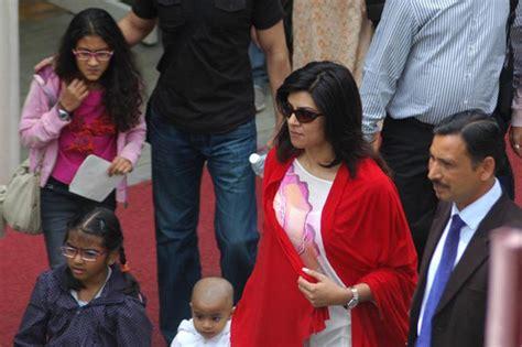 film hindi lama suhsmita sen meets dalai lama picture extramirchi com