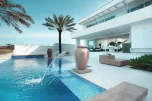 beautiful swimming pool design ideas with water fountain