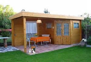 gartenhaus mit terrasse praktische tipps f 252 r ein gartenhaus mit anbau